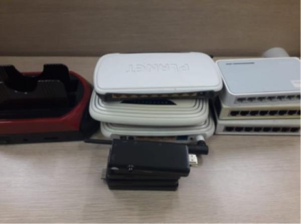 01 Doca, 03 Roteadores, 03 Hubs, 05 PC TV